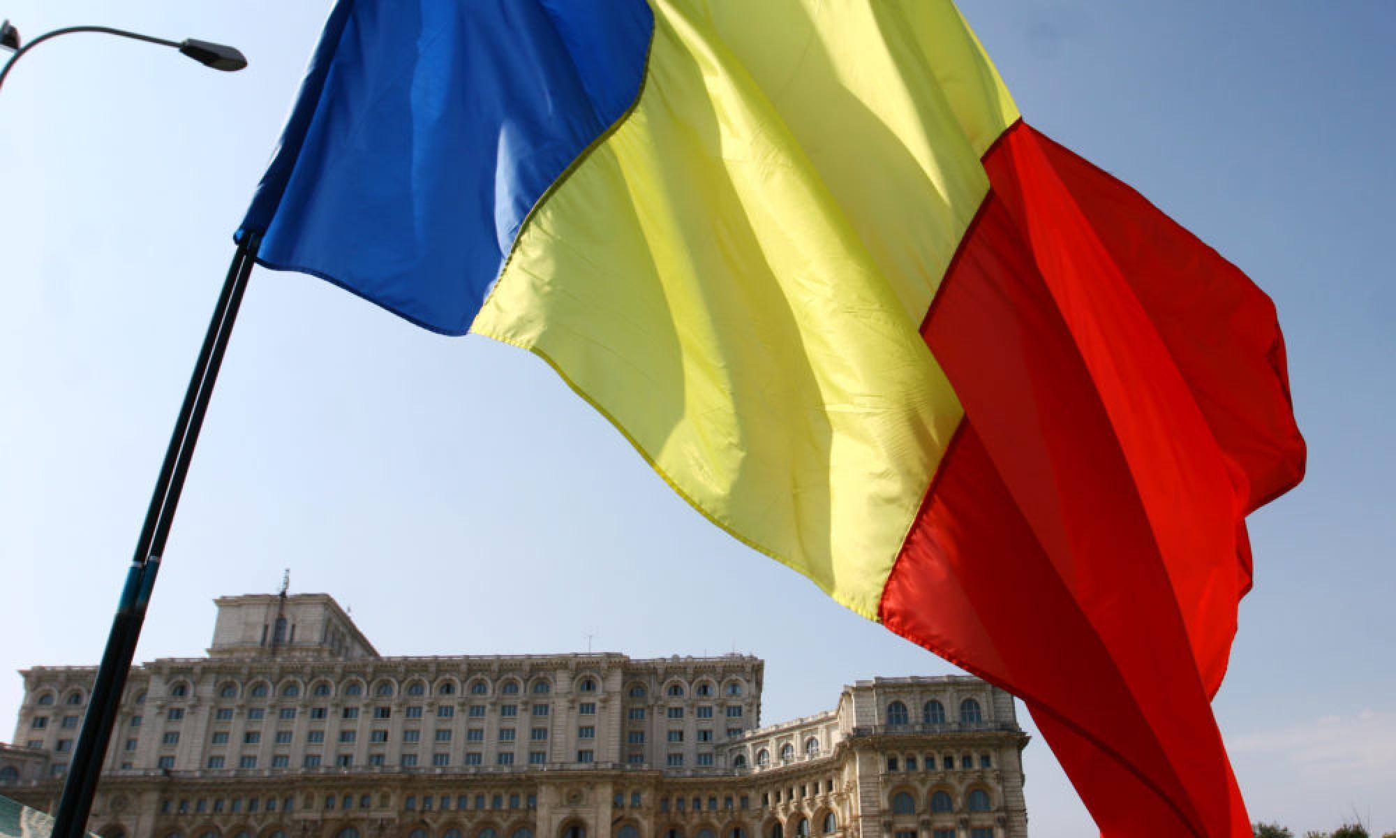 """VIDEO: Zeci de elevi au cântat în cor """"Treceți, batalioane române, Carpații"""""""