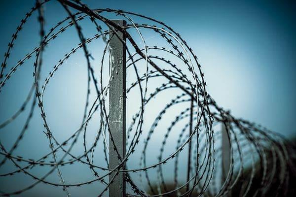 Mai multe țări membre UE, ridică garduri de sârmă ghimpată la granițe